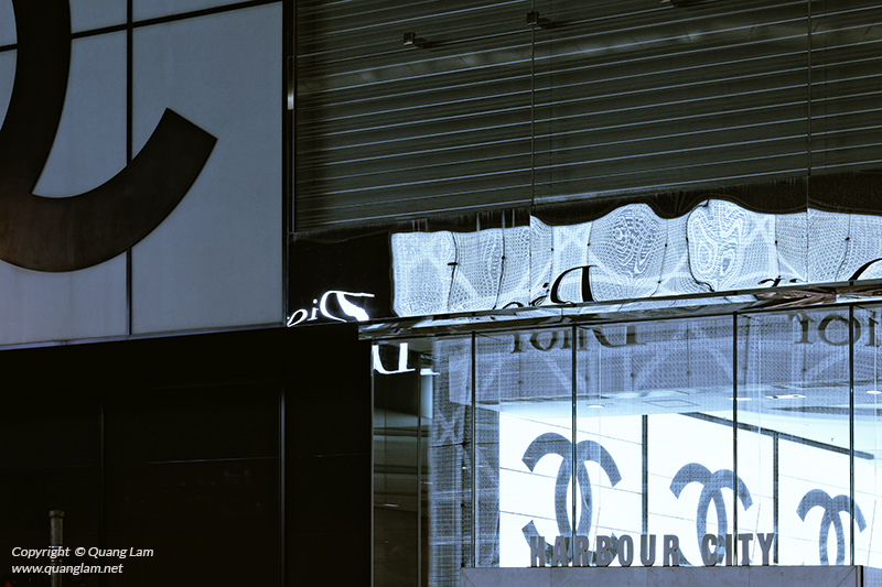 Luxe Logos Dior Chanel