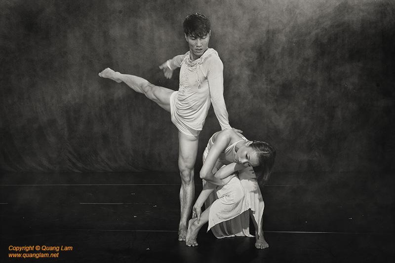 Dancers Ta Thuy Chi, Nguyen Ngoc Anh